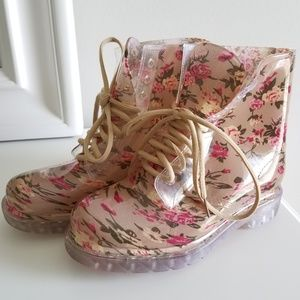 H2K Tan Floral Combat Lace Up Rain Boot NWT